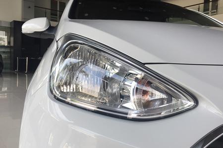 Đèn pha Hyundai i10 sedan 1.2 MT Full