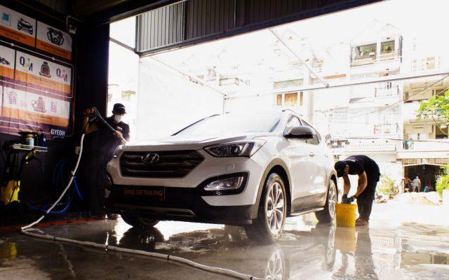 Rửa xe thường xuyên giúp bảo vệ ô tô trong những ngày nắng nóng