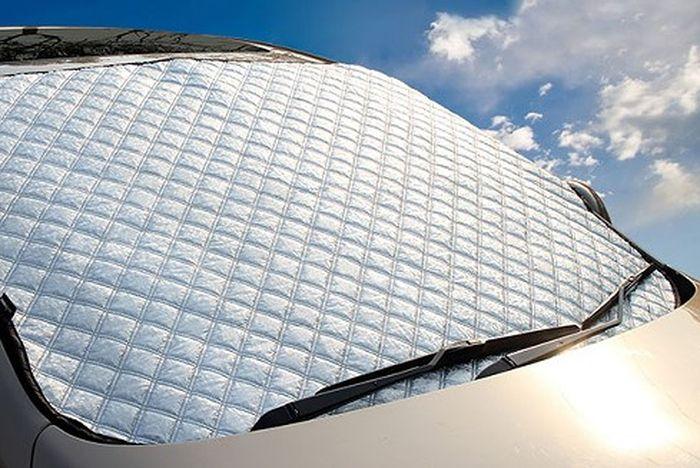 Tấm chắn nắng giúp bảo vệ nội thất xe