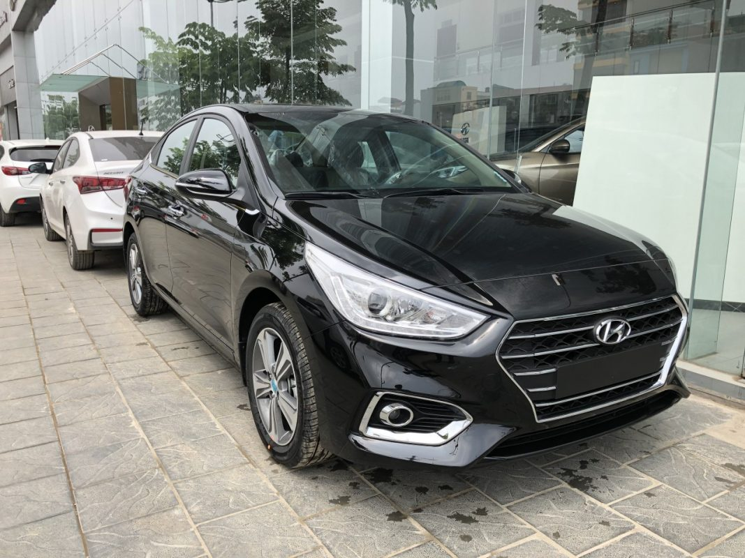 Hyundai accent Màu đen