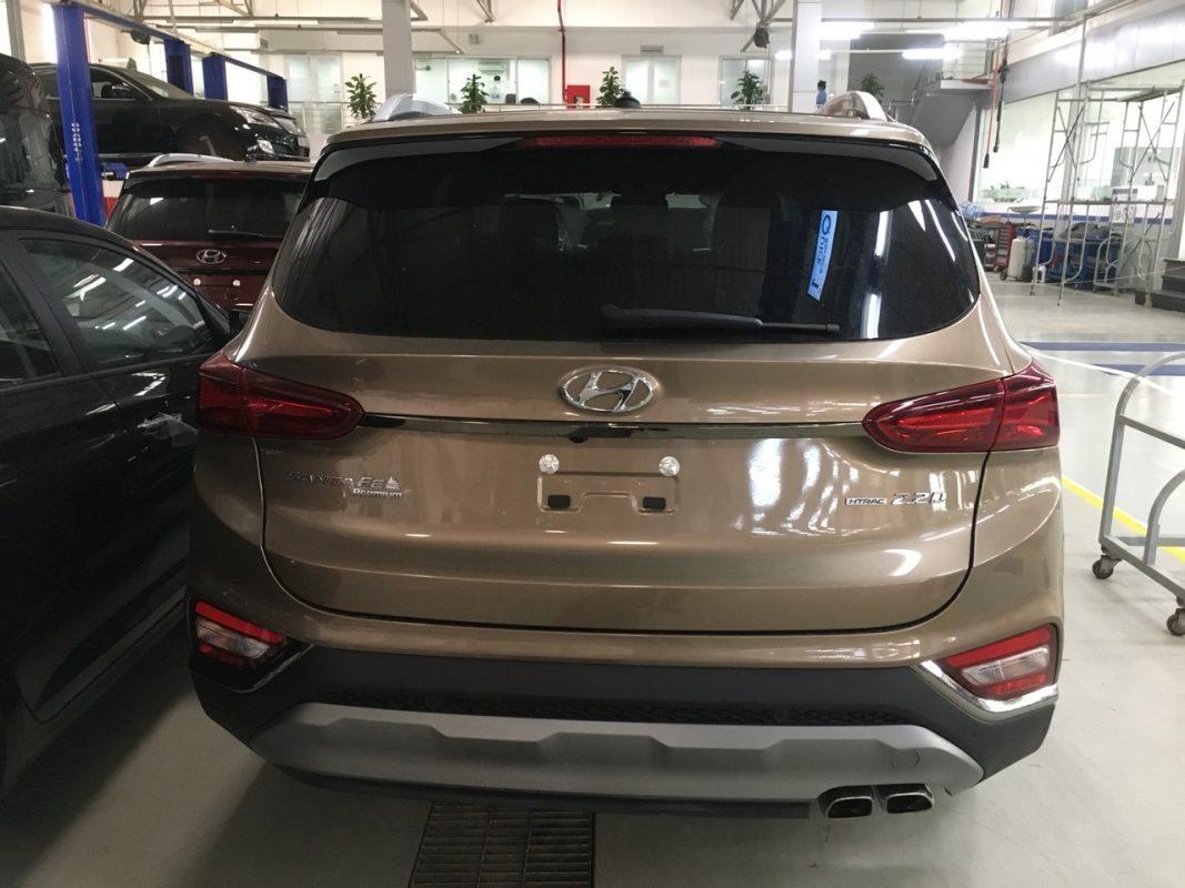 Hyundai Santafe dầu đặc biệt màu vàng cát