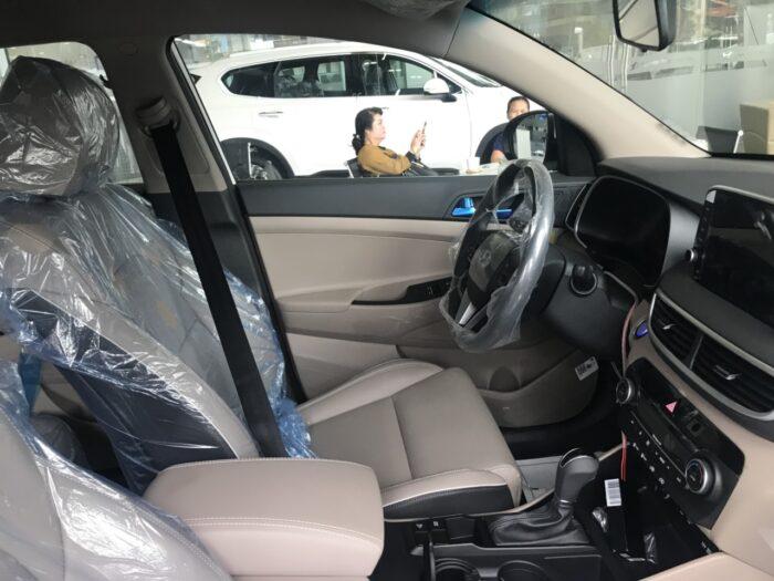 Nội thất Hyundai Tucson xăng tiêu chuẩn 2