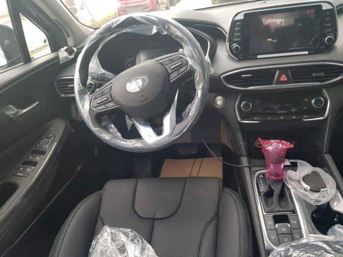 Nội thất Hyundai Santafe dầu tiêu chuẩn 2